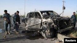 지난달 아프가니스탄 헬만드주에서 벌어진 폭탄 테러 현장. 경찰과 민간인 등 6명의 사상자가 발생했다. (자료사진)
