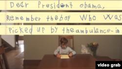 Cậu bé 6 tuổi Alex đọc bức thư gửi cho Tổng thống Obama. (Ảnh được chụp từ video đăng trên trang Facebook của Tổng thống Obama).