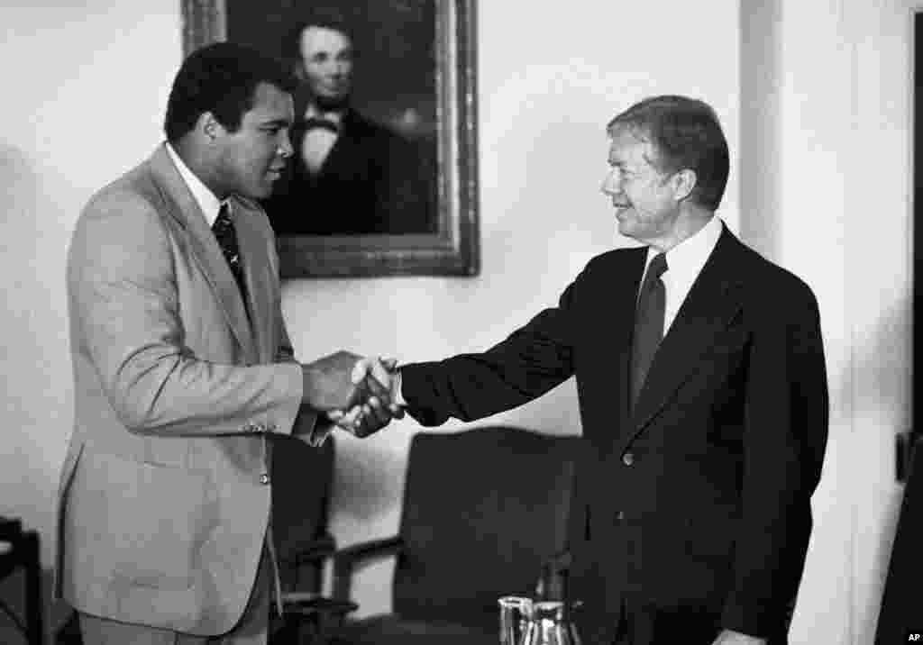 دیدار محمدعلی با جیمی کارتر رئیس جمهوری وقت آمریکا، ۱۹۸۰.