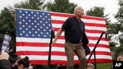 Cựu Phó Tổng thống Mỹ Joe Biden, ứng cử viên tổng thống Đảng Dân chủ, bước lên sân khấu phát biểu tại một sự kiện vận động tranh cử ở bang Iowa, ngày 21 tháng 9, 2019.