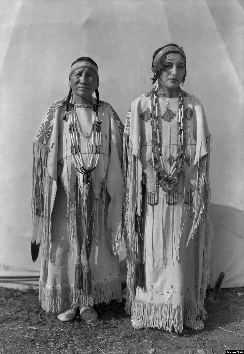 Left to right: Sindy Libby Keahbone (Kiowa) and Hannah Keahbone (Kiowa). Oklahoma City, Oklahoma, ca. 1930. 57PC2. © 2014 Estate of Horace Poolaw. Reprinted with permission.