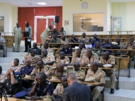 Military experts take part in a meeting to discuss the Mali crisis in Bamako, October 30, 2012.