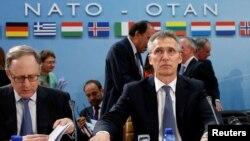 ینس استولتنبرگ دبیرکل ناتو در بروکسل گفت نیروهای نظامی چند کشور عضو سال آینده نیز در افغانستان باقی خواهند ماند.