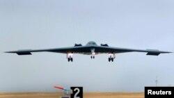 Un bombardier Spirit B-2 Spirit de la force aérienne américaine a frappé des cibles en Libye, le 20 mars 2011.