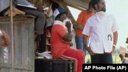 Детективи розслідують масове самогубство членів культу «Храм народів»