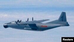 资料照:中国空军运-8运输机