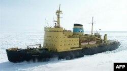Tàu phá băng Krasin của Nga
