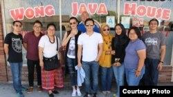 Ariel NOAH bersama warga Indonesia di Los Angeles (foto/dok: Anne Ojek)