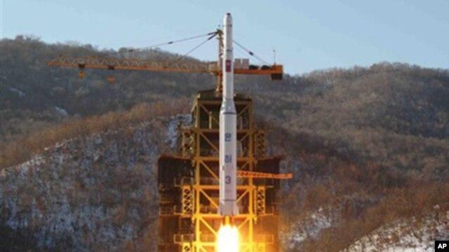 북한이 지난달 12일 발사한 장거리 로켓 '은하3호'.