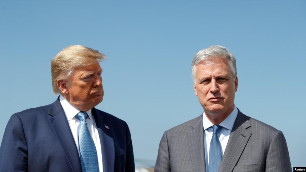 Tổng thống Donald Trump và cố vấn An ninh Quốc gia Robert O'Brien tại Phi trường Quốc tế Los Angeles, California, ngày 18/9/2019.