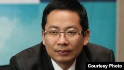លោក ល្មុន សូឡី ប្រធាននាយកដ្ឋានប្រតិបត្តិការទីផ្សារនៃផ្សារមូលបត្រកម្ពុជា (Cambodia Securities Exchange)។ (រូបថតផ្តល់ឲ្យដោយ ល្មុន សូឡី)
