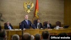 Crnogorski premijer Milo Đukanović odgovara na poslanička pitanja (gov.me)
