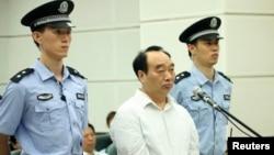 原重慶北碚區區委書記雷政富6月19日在重慶市高級人民法院接受庭審。