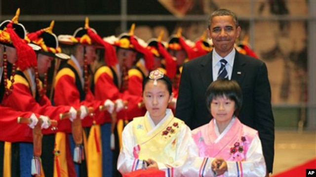 US President Barack Obama arrives at a reception for the G20 Summit in Seoul, South Korea,  Thursday, Nov. 11, 2010.