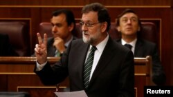 ماریانو راخوی نخست وزیر اسپانیا در پارلمان - آرشیو