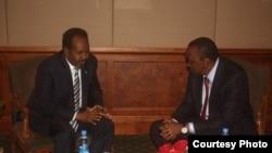 Madaxweynaha Soomaaliya Xasan Shiekh iyo Madaxweynaha Kenya Uhuru Kenyatta oo Nairobi shir ku yeeshay.