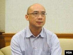 政治大学法律系教授林佳和 (美国之音张永泰拍摄)