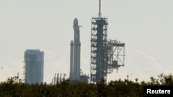 SpaceX's first Falcon Heavy rocket sits on launch pad 39A at Kennedy Space Center, waiting for the first engine test firing it's 27 engines together, in Cape Canaveral, Fla., Jan. 11, 2018. (REUTERS/Mike Brown)