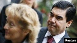 Shveytsariya rahbari Evelin Vidmer-Shlumpf, Turkmaniston prezidenti Qurbonguli Berdimuhammedov Bern yaqinida muzokara qilmoqda. 8-oktabr, 2012-yil.