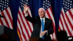 Nënpresidenti Mike Pence duke përshëndetur Kuvendin Kombëtar Republikan