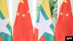 ၂၀၁၉ ဧၿပီ ၂၄ ရက္ေန႔က တရုတ္ ျမန္မာအလံ ( ဓာတ္ပံု- AFP)