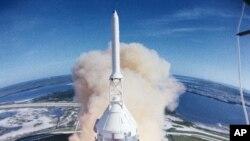 Las cuatro cámaras multifocales estarán apostadas a unos 300 pies (100 metros) del cohete.
