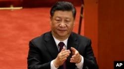시진핑 중국 국가주석이 18일 베이징 인민대회당에서 열린 중국 개혁개방 40주년 기념식에서 박수를 치고 있다.