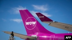 A picture taken on August 6, 2018 shows a Wow plane on the tarmac of Roissy-Charles de Gaulle Airport, north of Paris. Photo by JOEL SAGET / AFP)