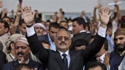 علی عبدالله صالح در جمع طرفدارانش در صنعا
