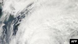 """美國太空總署衛星圖片顯示日本海岸附近的""""韋帕""""颱風。(2013年10月15日)"""