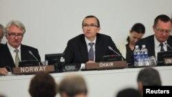 Menlu Norwegia, Espen Barth Eide (tengah) memimpin rapat Komisi Ad Hoc negara-negara donor untuk Palestine, di markas Besar PBB, New York (23/9)
