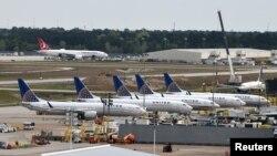 休斯頓喬治布殊國際機場停靠的美聯航班機。