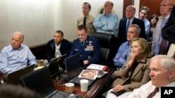 Ο πρόεδρος Ομπάμα και οι στενότεροι σύμβουλοι του ενημερώνονται για την επιχείρηση στο Πακιστάν από ειδική αίθουσα του Λευκού Οίκου