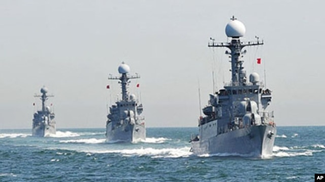 South Korean Navy Patrol Combat Corvettes conducts anti-submarine exercise at off the western coast town of Taean, 27 May 2010