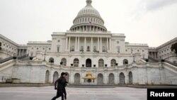 国会大厦前的长跑锻炼者。(2018年1月30日)