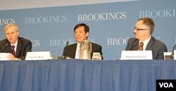 布鲁金斯学会举行辛亥革命一百周年研讨会。布鲁金斯学会(The Brookings Institution)被纽约时报点名,学会负责人反驳(美国之音拍摄)