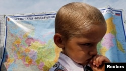 Refugees Fleeing Ukraine's Luhansk Attacked