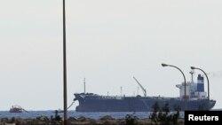 Tàu chở dầu treo cờ Bắc Triều Tiên neo tại cảng Libya, ngày 8/3/2014.