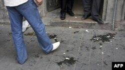 Người biểu tình Syria ném trứng vào Ðại sứ Mỹ Robert Ford khi ông tới trụ sở của một lãnh tụ đối lập ở Damascus, ngày 29/9/2011