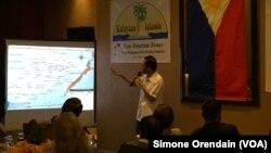 """Ông Eugenio bito-onon, thị trưởng của các đảo do Philippines kiểm soát ở Trường Sa, nói với các phóng viên ở Manila hôm 23/8 rằng ông đã có ý tưởng """"du lịch vì hòa bình"""" này từ lâu."""