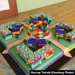 Торт, виготовлений архітектором Стефаном Клімасом, що працює над проектом разом із Нестором Топчієм