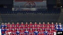 Хоккейная команда «Локомотив» (Ярославль). Фотография датирована 21 августа 2011 г.
