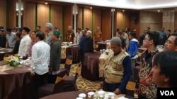Suasana pertemuan Pemprov Jateng dengan puluhan mantan Napi terorisme yang sudah menjalani program deradikalisasi di salah satu hotel di Solo, 28 Juni 2019. (VOA/Yudha)