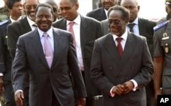 Le Premier ministre kenyan, Raila Odinga (à gauche), émissaire de l'union africaine, est rentré bredouille d'Abidjan