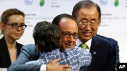Oduševljenje posle potpisivanja klimatskog sporazuma, Pariz 12. decembar 2015.