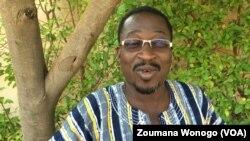 Amidou Idogo, reporter au journal en ligne Les échos du Faso, lors du Forum sur la sécurité, Ouagadougou, Burkina, 25 octobre 2017. (VOA/ Zoumana Wonogo)