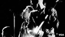 Según las primeras informaciones, el accidente de Bono no afectaría las fechas previstas por la banda para la continuidad de su gira mundial.
