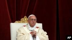 El papa Francisco celebra una misa en la Basílica de San Juan de Letrán en Roma.