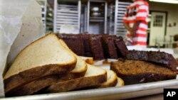 Sejenis ragi untuk membuat roti bisa hidup dalam usus dan menimbulkan rasa sakit, diare dan kram. (Foto: Ilustrasi)