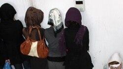 عکسی از بازداشت دختران در مهمانی در ماههای قبل.